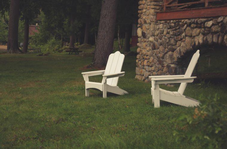 houten tuinstoel met armleuning