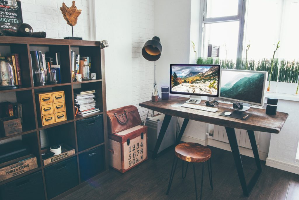 indsutriële meubels in een moderne ruimte