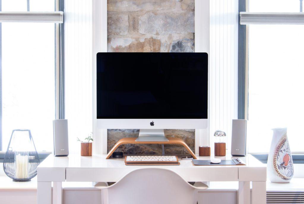 wit strak bureau voor kinderkamer