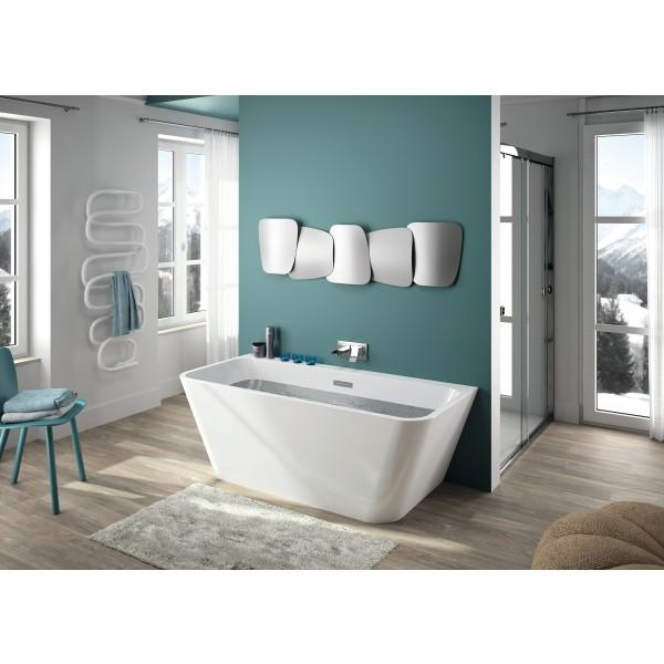 vierkant vrijstaande bad in het mat wit