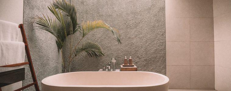 vrijstaand bad in mat wit