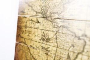 wereldkaarten in verschillende materialen