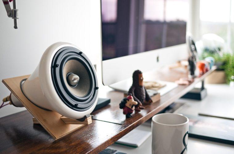 speakers voor in de woonkamer